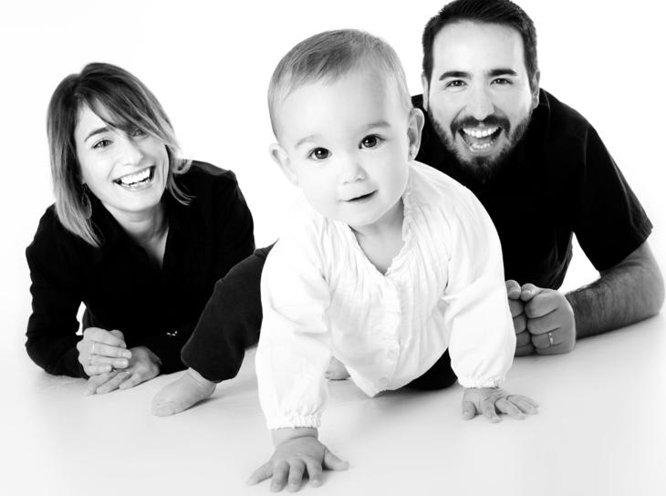 Familie med mor, far og barn