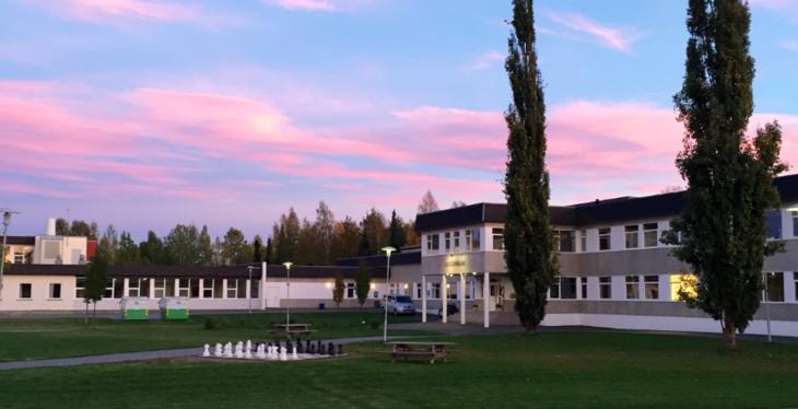 Grue barne- og ungdomsskole i solnedgang