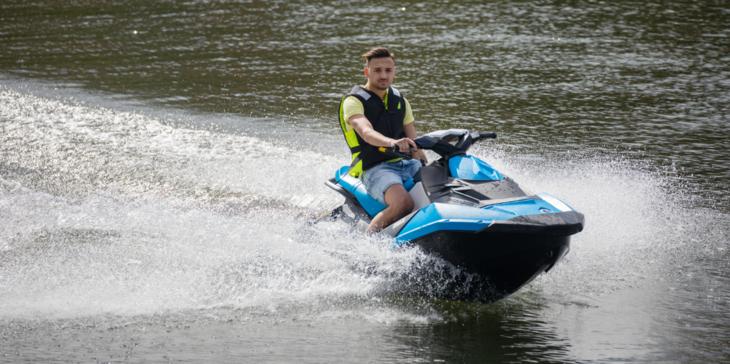 Fører av vannscooter skal utvise forsiktighet og avpasse farten etter forholdene